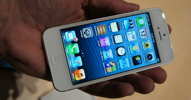 """Biến"" iPhone 7 thành... iPhone 5"