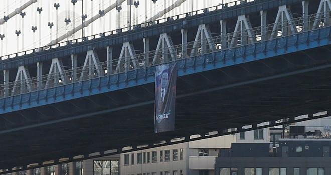 Thành phố New York treo ảnh mừng sinh nhật Putin?