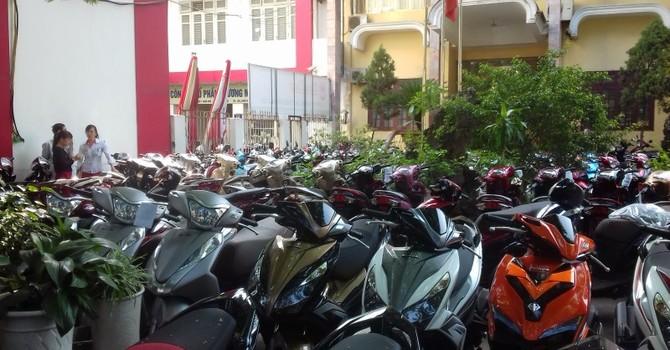 Trụ sở biến thành nơi kinh doanh xe máy