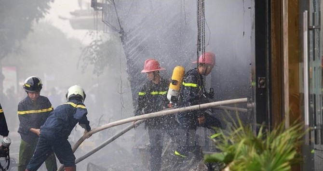 Hỏa hoạn lại xảy ra ở Cầu Giấy sau vụ cháy lớn tại quán karaoke