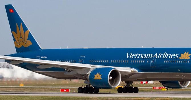 Hành khách Trung Quốc lục túi người khác trên máy bay