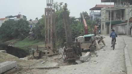 Dự án gia cố bờ tả sông Nhuệ: Đầu tư hơn 50 tỷ, mới sử dụng đã xuống cấp