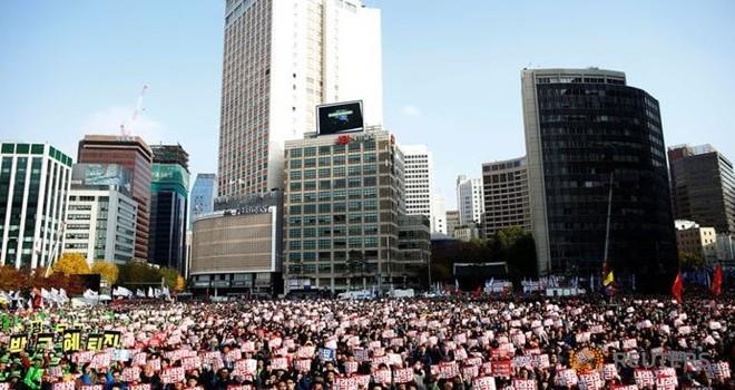 Tỷ lệ ủng hộ còn 4%, tổng thống Hàn Quốc chưa từ chức