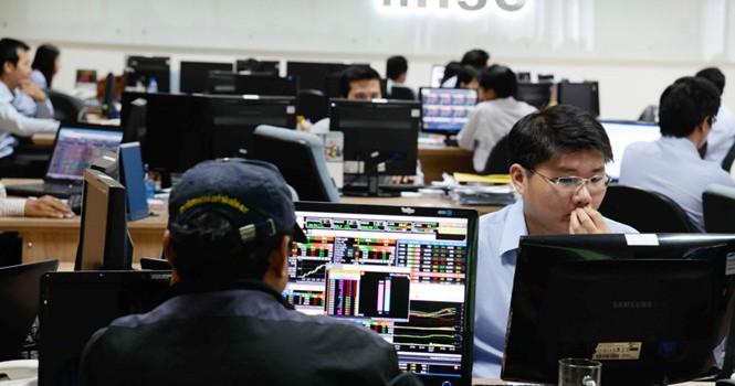 Vì sao cổ phiếu ngân hàng chưa hấp dẫn ?