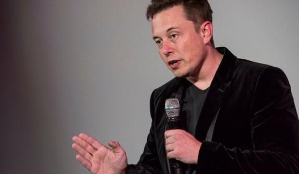 Elon Musk: Đừng nên thuê mấy người có bằng MBA!