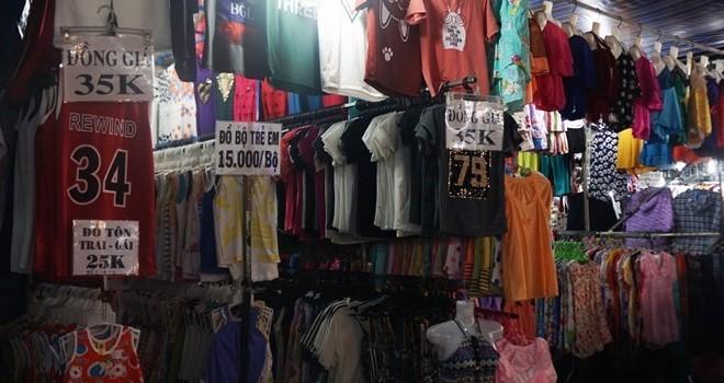"""""""6 chợ đầu mối lớn ở Việt Nam bán toàn quần áo Trung Quốc"""""""