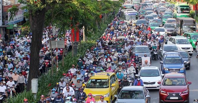 Kẹt xe tại Tân Sơn Nhất: Do nhiều xe đi đường nhưng không vào sân bay?