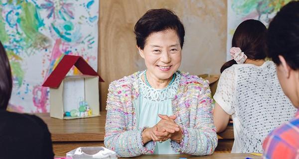 """Đường đến """"ngôi vị"""" nữ tỷ phú tự thân đầu tiên của Nhật"""