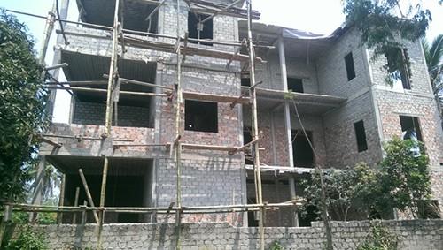 Gia đình xây nhà ba tầng vẫn được công nhận hộ nghèo