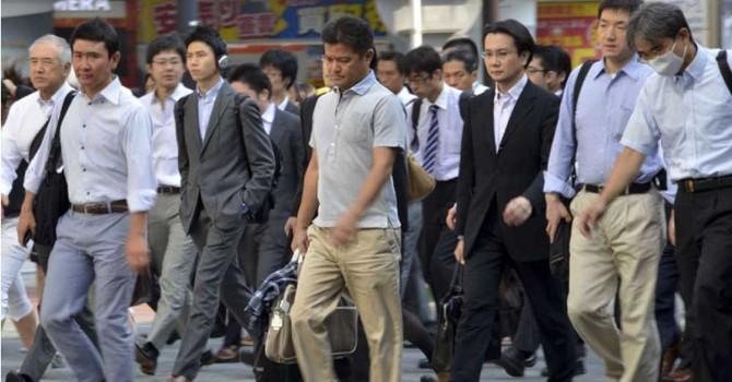 """Không rượu, không xe, không """"nghiện"""" việc, đàn ông Nhật đang làm gì?"""