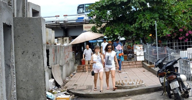 Bảo kê bán hàng rong ở Nha Trang: Đùn đẩy trách nhiệm
