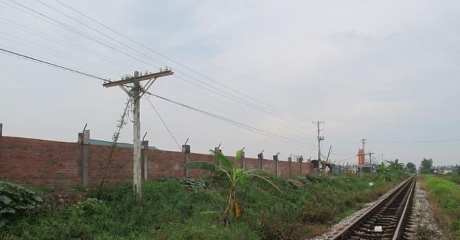 """Lấn chiếm hành lang đường sắt, khu đô thị Phú Lương """"âm mưu"""" gì?"""