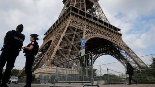"""Xạ thủ, tên lửa và """"quái thú"""" bảo vệ ông Trump ở Paris"""