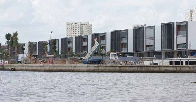 TP.HCM chỉ đạo kiên quyết xử lý các trường hợp xây dựng công trình, nhà ở lấn chiếm bờ sông