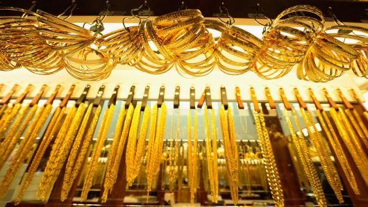 Giá vàng sụt mạnh khi chứng khoán phục hồi