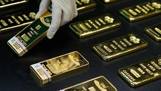 Giá vàng ngược dòng so với USD suy yếu