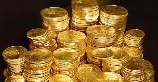 Giá vàng thoát đáy 5 năm nhờ chứng khoán giảm sút