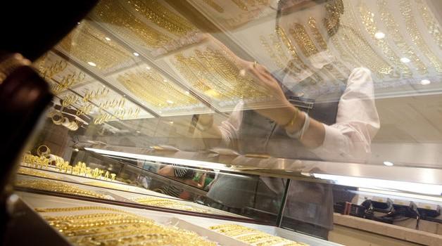 Giá vàng tăng vọt sau khi Fed tuyên bố giữ nguyên lãi suất