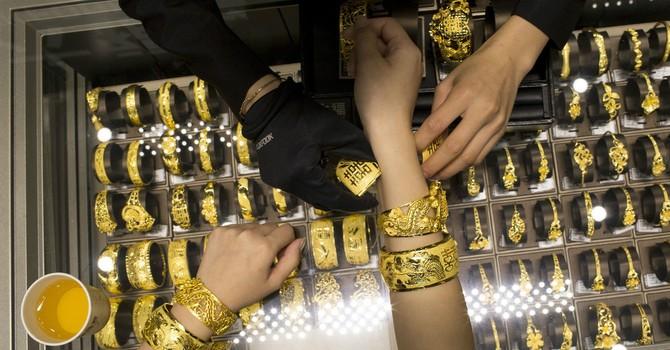 Giá vàng chốt tuần giảm mạnh nhất gần 2 tháng