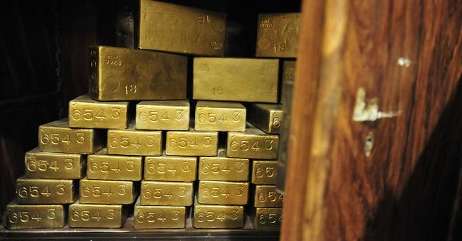 """Giá vàng """"rơi"""" chạm đáy 7 tuần trước thềm báo cáo việc làm"""