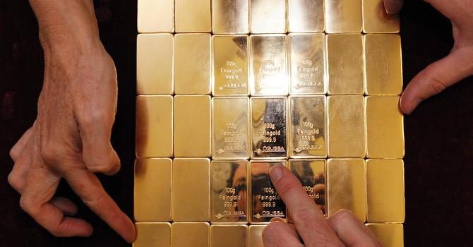 Giá vàng xuyên mốc 1.240USD sau tuyên bố của Fed