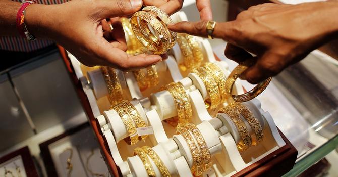 Vì sao không nên mua vàng lúc này?