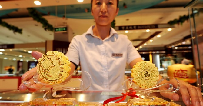 Giá vàng rút khỏi đỉnh 7 tuần