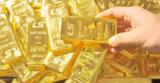 Giá vàng chốt tuần tăng đầu tiên trong 1 tháng