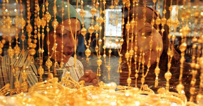 Giá vàng giảm vì đồng USD tăng mạnh