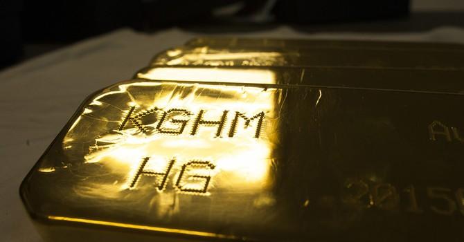 Giá vàng đứt mạch tăng 3 phiên, giá dầu rút khỏi đỉnh của năm