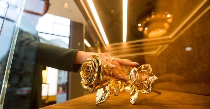 Giá vàng tăng khi đồng USD mất giá