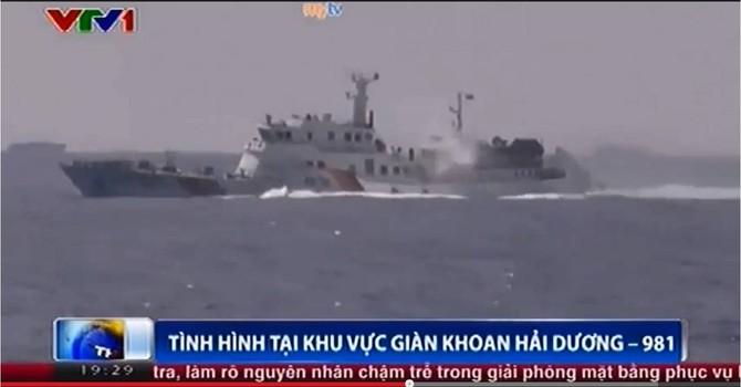 [VIDEO] Tàu Trung Quốc hung hãn đâm chìm tàu Việt Nam