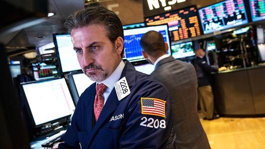Chứng khoán Mỹ sa sút sau số liệu kinh tế ảm đạm