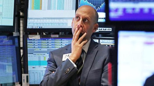 Chứng khoán Mỹ rớt điểm vì báo cáo kinh tế