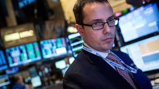 Chứng khoán Mỹ giảm điểm bất chấp giá dầu tăng