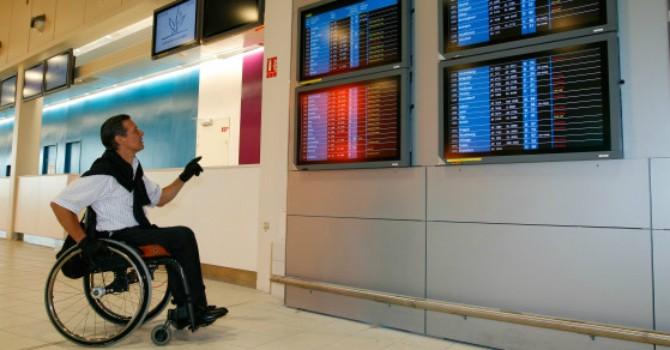 Những vụ xử tệ với khách khuyết tật của các hãng hàng không thế giới