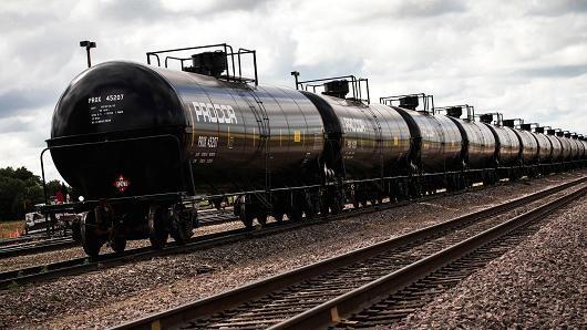Giá dầu tăng mạnh nhất 2 tuần khi lưu kho giảm đột biến