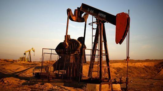 Giá dầu chốt tháng bằng quãng tăng mạnh nhất 25 năm