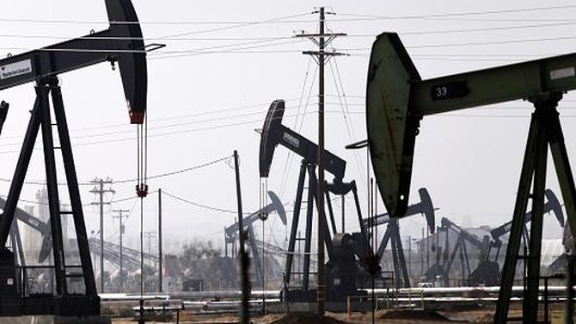 Giá dầu trượt dốc khi trữ lượng dầu thô tăng