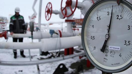 Giá dầu thô Mỹ phá đáy, giá dầu Brent lội ngược dòng