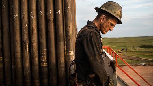 Giá dầu suy giảm trước lo ngại thừa cung toàn cầu