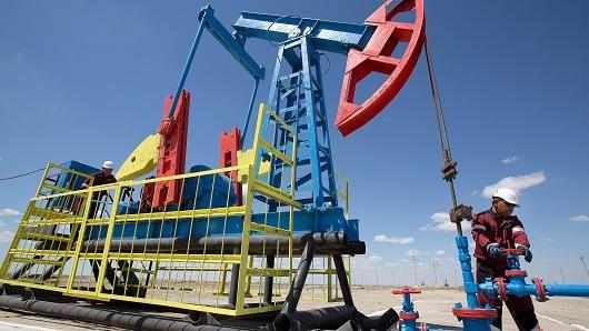 """Giá dầu """"ngóc đầu"""" đi lên sau tuyên bố của Bộ trưởng dầu mỏ Arab Saudi"""