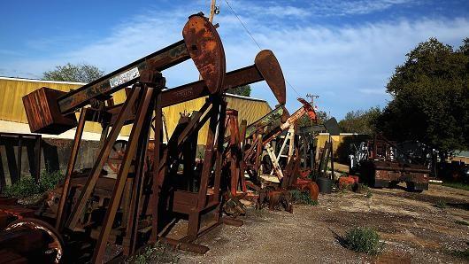 Giá dầu chững đà tăng khi OPEC gặp khó trong việc đàm phán cắt sản lượng