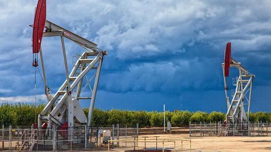 Giá dầu nối dài đà giảm sau số liệu trữ lượng dầu tăng đột ngột