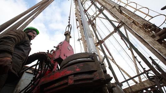 Giá dầu trôi dốc sau số liệu nguồn cung bất nhất