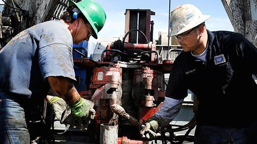 Giá dầu biến động trong ngày bầu cử bám đuổi khốc liệt giữa bà Clinton và ông Trump
