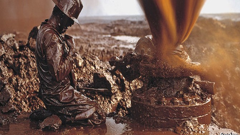 Giá dầu giảm 2,4% trong phiên lao dốc thứ 3 liên tiếp