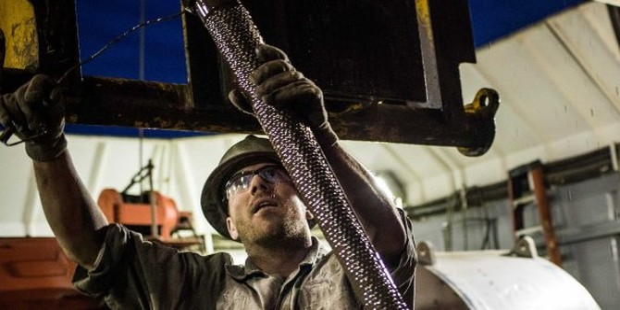 Giá dầu có phiên tăng đầu tiên trong 5 ngày