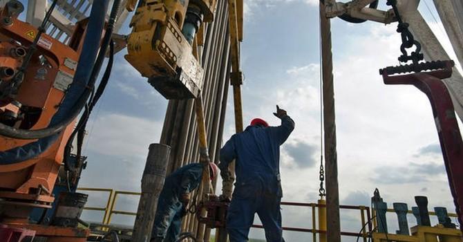 Giá dầu tăng mạnh nhất 1 tháng bất chấp trữ lượng tại Mỹ tăng vọt