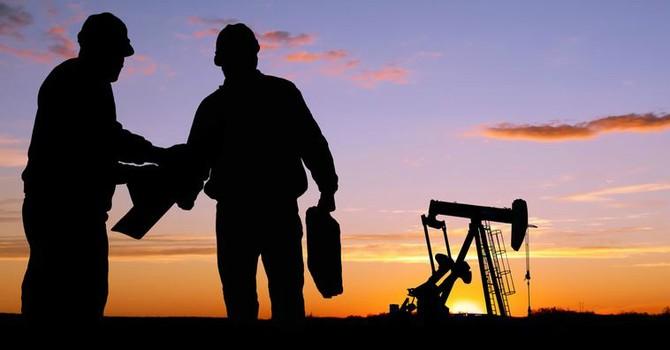 Giá dầu tìm đáy 7 năm khi OPEC quyết duy trì sản lượng